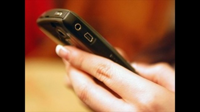 Mom charged for helping daughter text nude pics