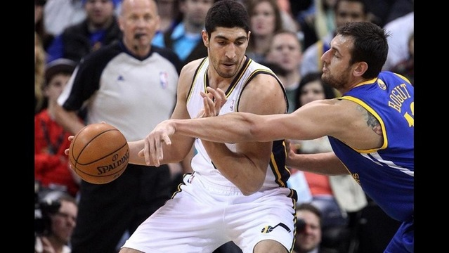 Curry torches Jazz for 44 points as Warriors win 95-90