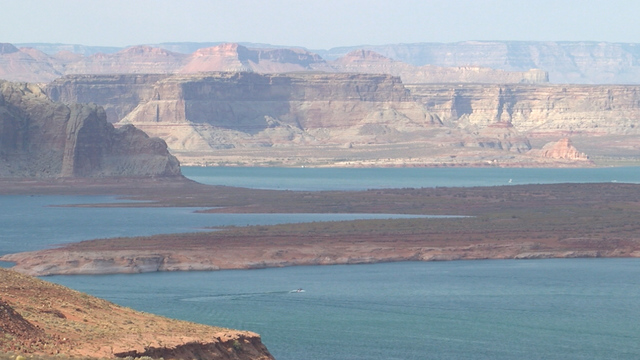 Man dies after cliff jumping in Lake Powell