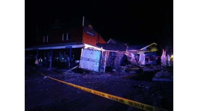 Driver of semi dies after crashing into Garden City store